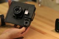 當兩萬五美金的 Phase One 機背碰上 25 美金的 Holga 相機會擦出怎樣的火花?