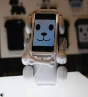BANDAI 推出 iPhone 專用套件 - Smart Pet,手機搖身一變電子寵物
