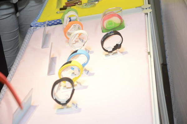 Computex 2014:從能夠顯示容量的隨身碟手錶,變身成為多功能的手環
