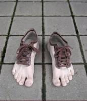 到底是腳?還是鞋子呢?