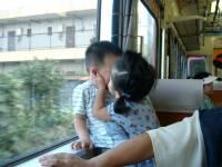 現在的女孩子真開放 在火車上就.......