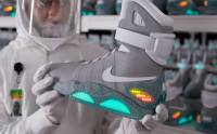 《回到未來》超炫 Nike「自動鞋帶」明年推出 [動圖]