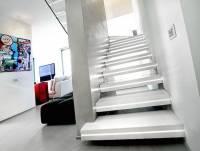 質感與安全兼具~空間中的一大亮點「LED樓梯」