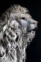 四千片金屬組合而成的鐵皮獅王