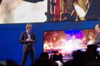 三星於 CES 發表全球首款可變平面 曲面可撓式電視 Pendable TV