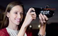 任何手機變 DSLR 相機: Sony 可換鏡「鏡頭相機」曝光 [圖庫]