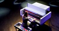 給任天堂的最棒致意!女鋼琴家Sonya Belousova用特製紅白機鋼琴演奏超級瑪利歐音樂