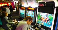 智慧型手機與線上社群遊戲衝擊日本大型電玩遊樂場,7年間市場規模減少43.9